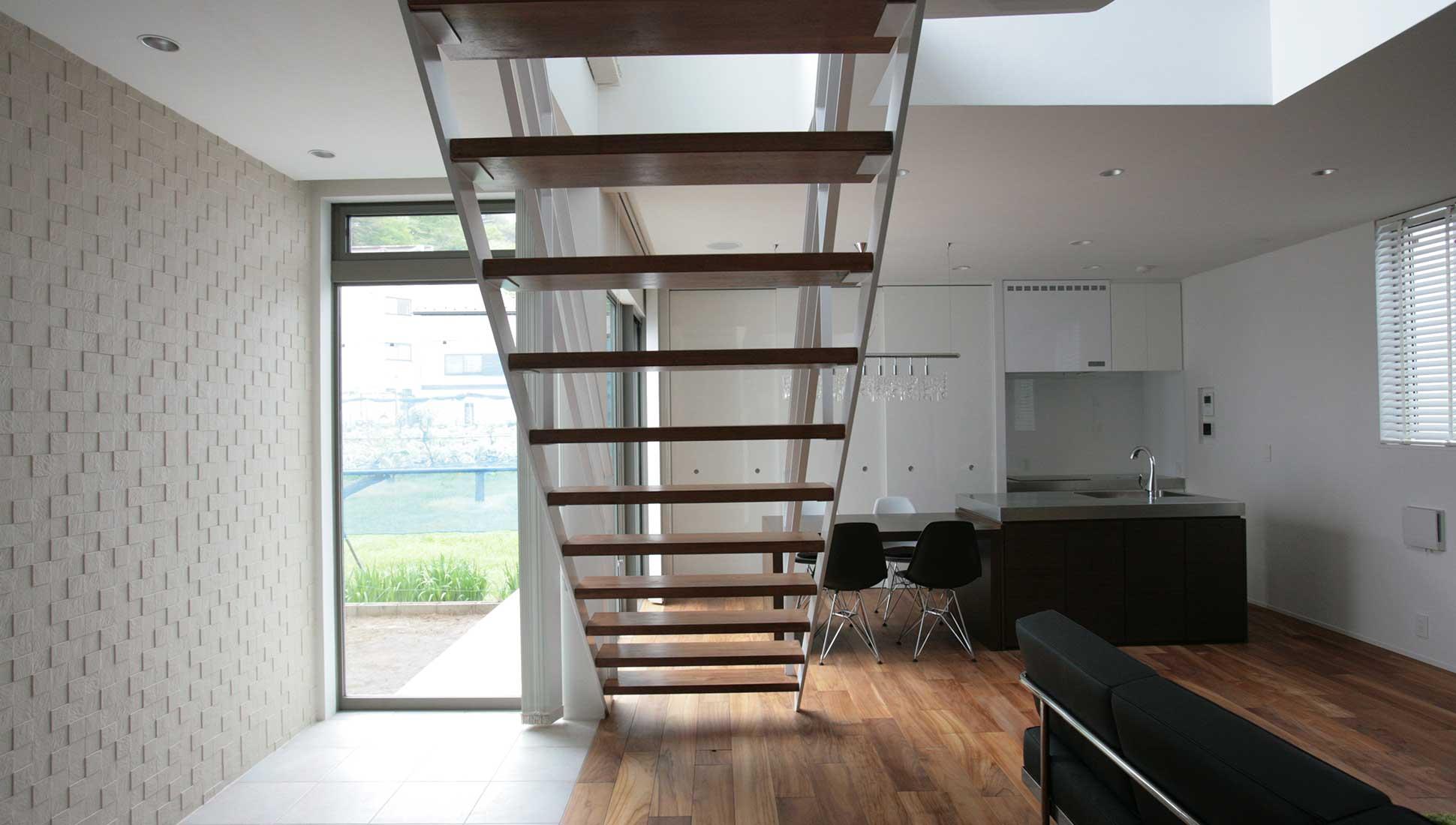 ストリップ階段:通り土間を、おしゃれにデザイン