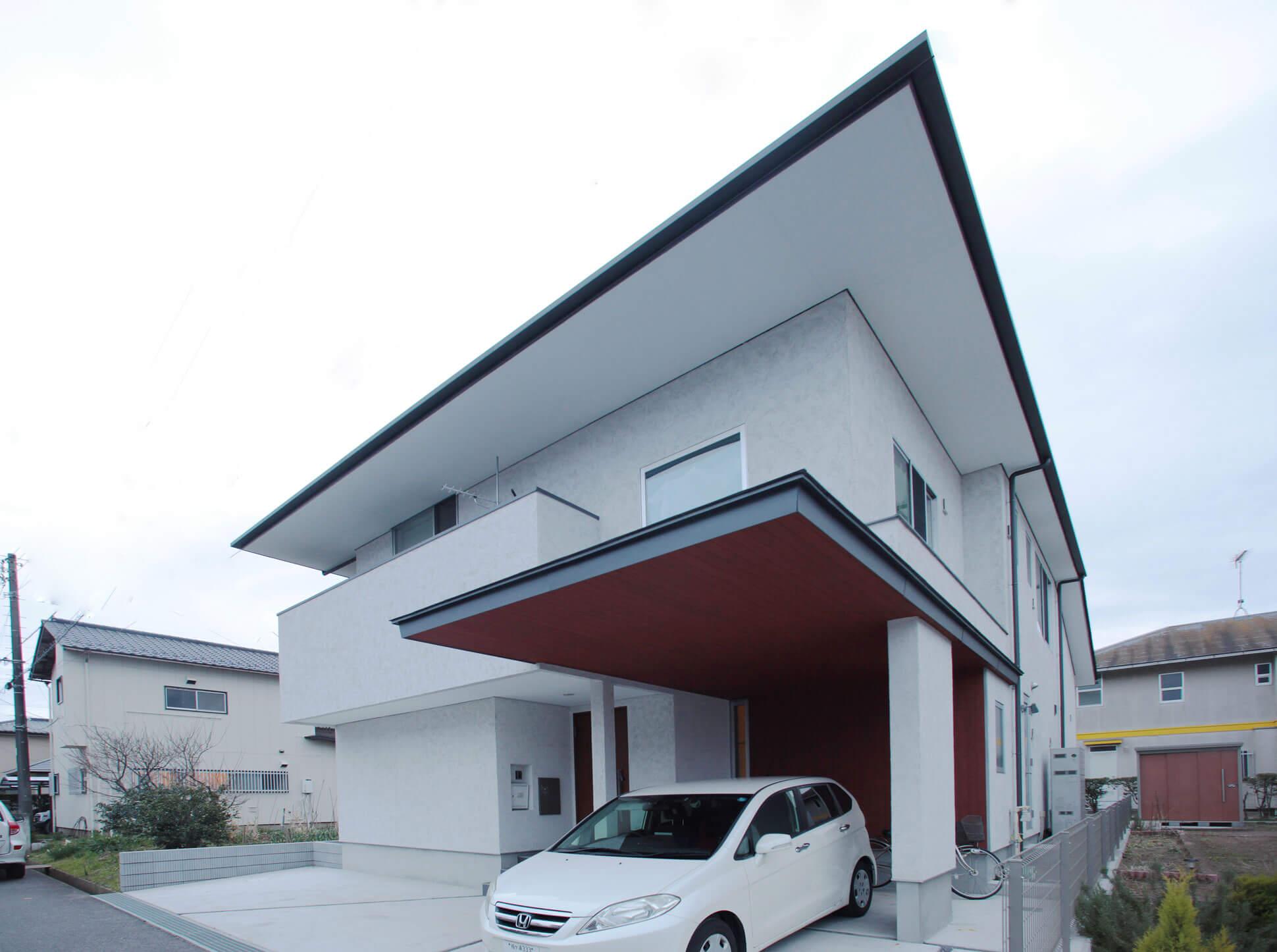 大きな庇と、そとん壁の外観:袖ヶ浦の注文住宅
