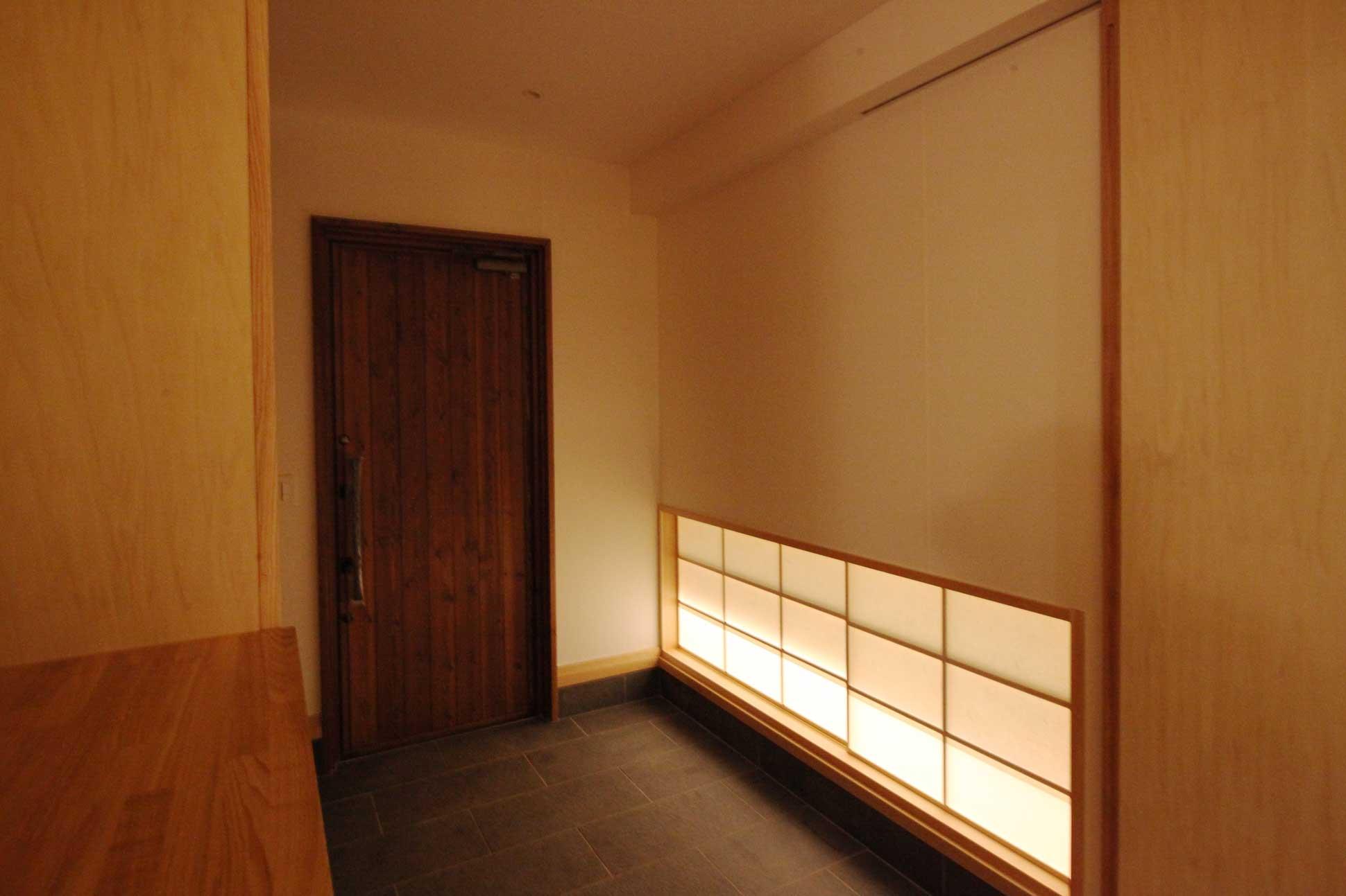 玄関ホールには障子に地窓:袖ヶ浦の注文住宅