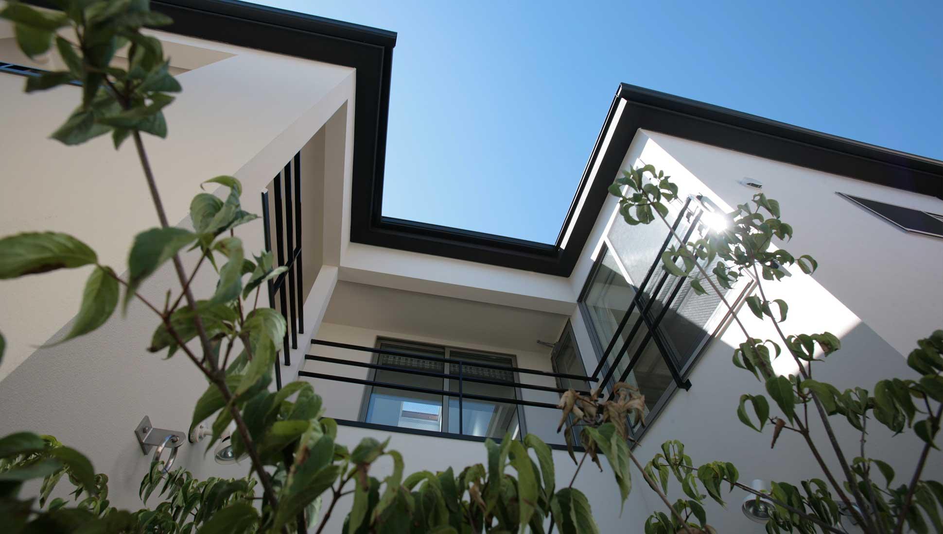 コの字の中庭:コの字型中庭のある二世帯住宅 千葉市