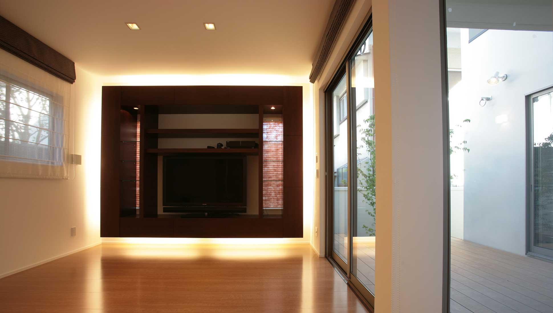 リビングテレビボード:中庭のある二世帯住宅 千葉市