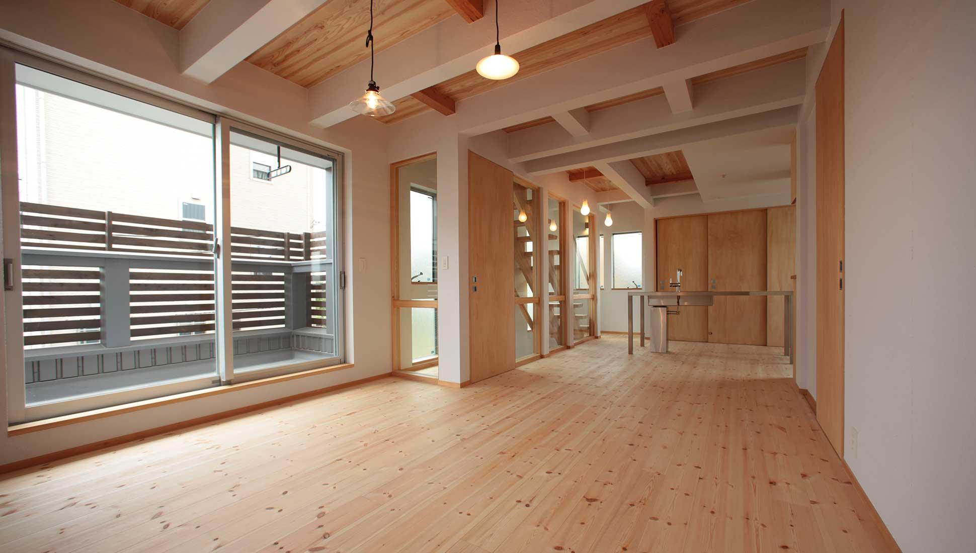 子供世帯の2階リビング:Jパネルと南側階段のデザイン住宅