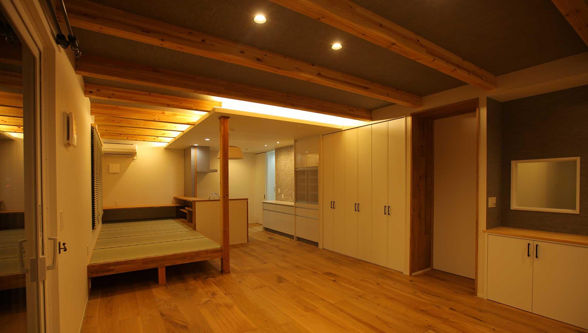 LDKの間接照明ムーディーな雰囲気を作る:自由設計で叶える 免震ダブル断熱 木更津市