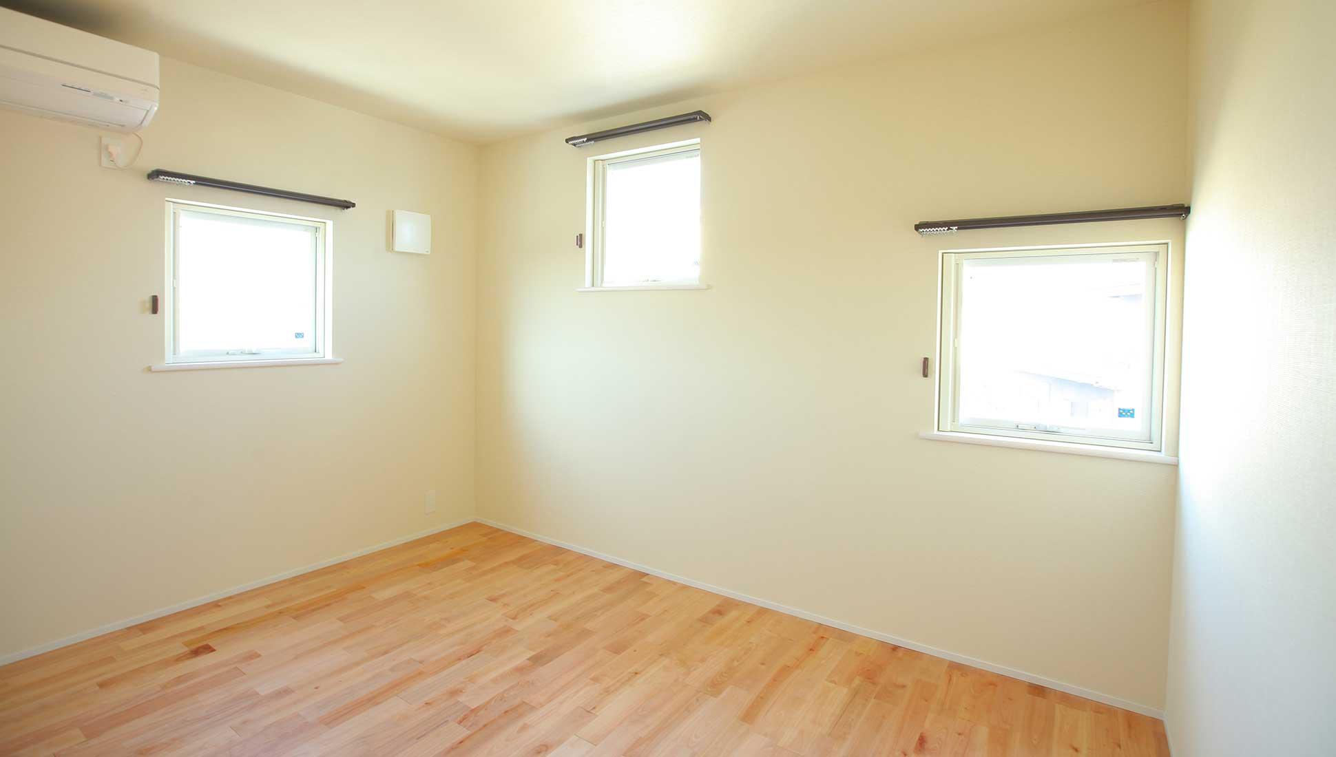開口のランダムな個室:自由設計で叶える 免震ダブル断熱 木更津市