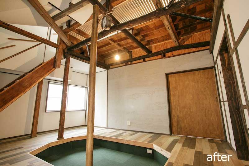 天井からの採光を生かしたリビング≪改修前≫:一軒家のリノベーション