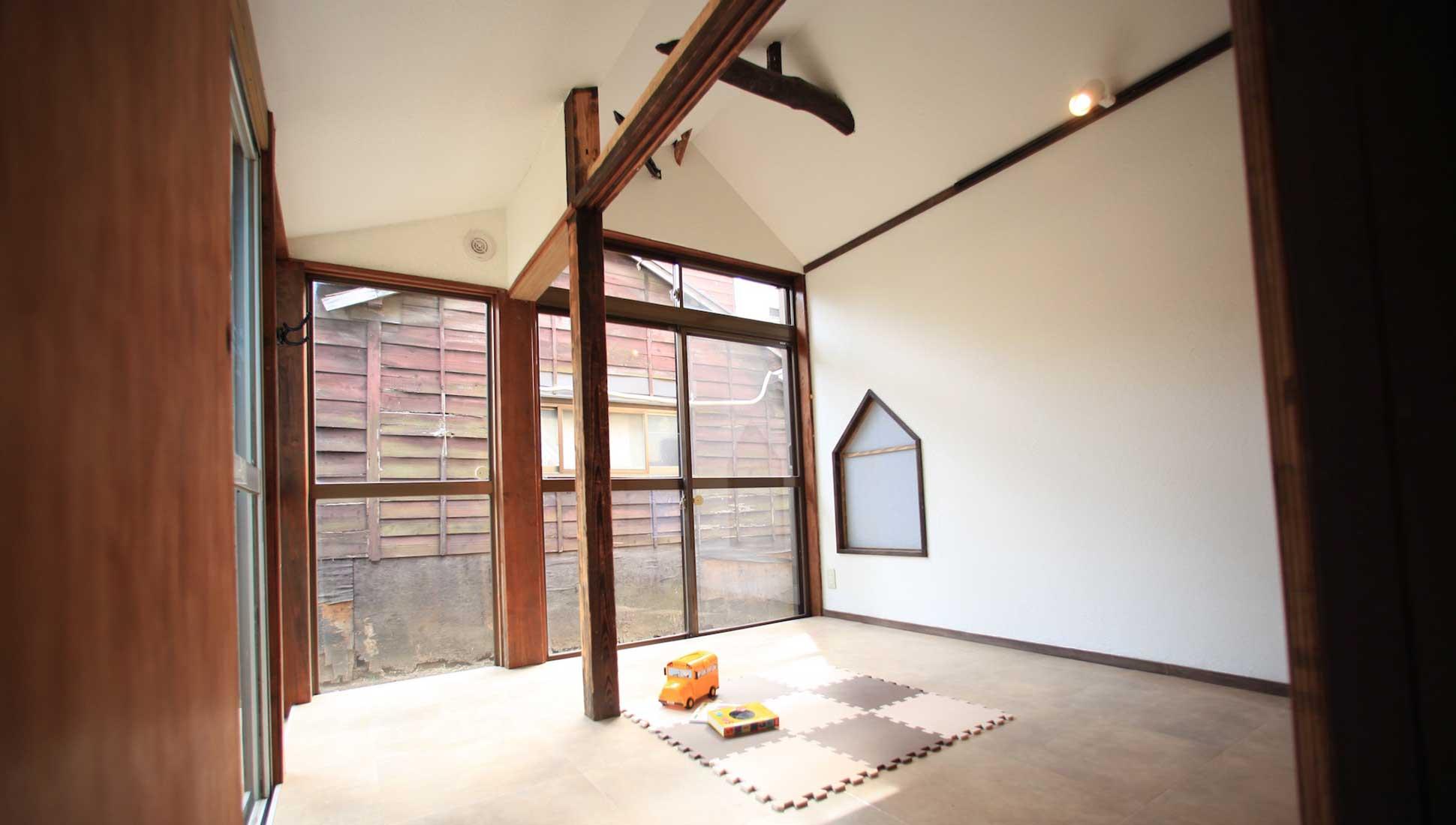 子供室も梁を生かす:一軒家のリノベーション