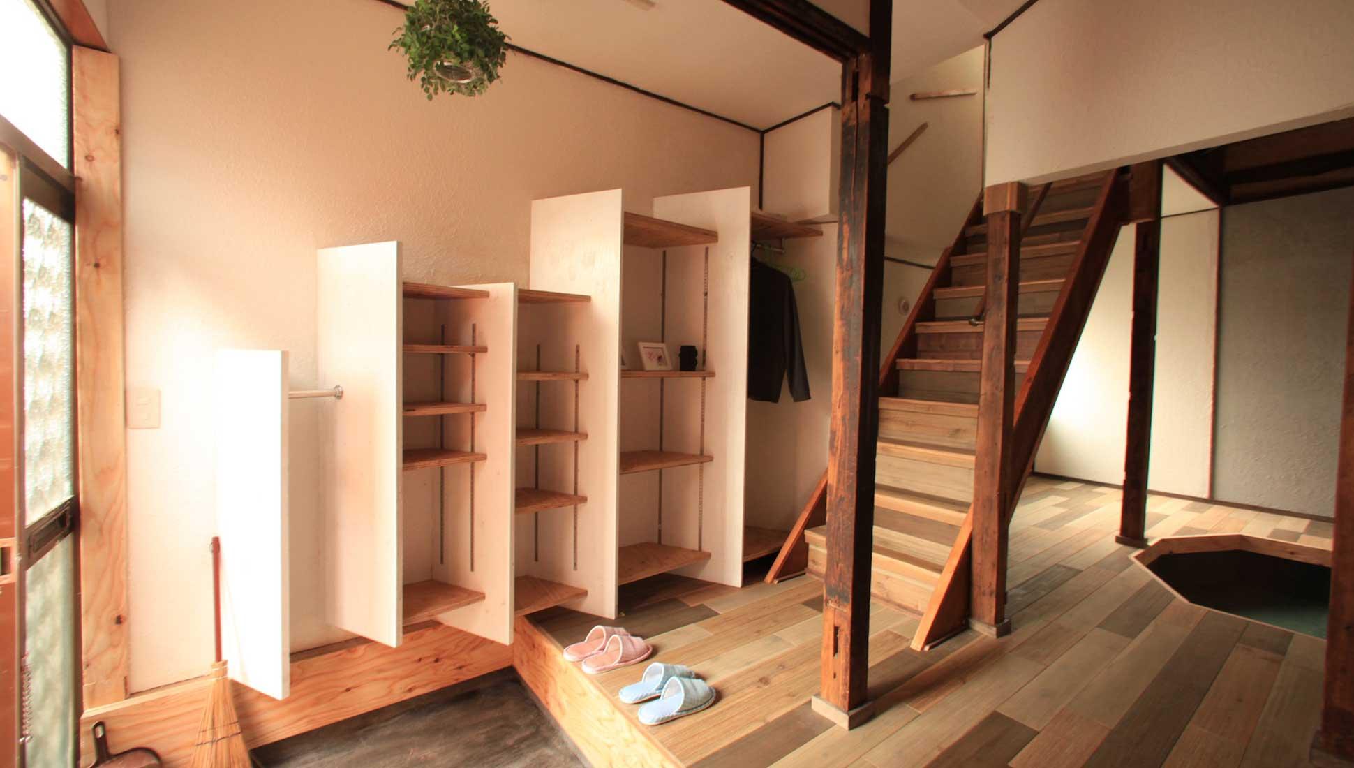 玄関の靴が見えないように斜めに配置:一軒家のリノベーション