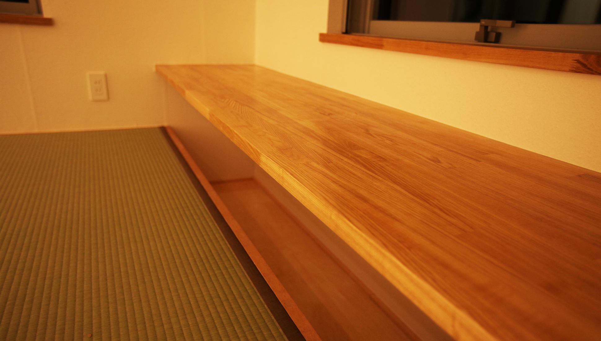 書斎の堀テーブル:袖ヶ浦の注文住宅