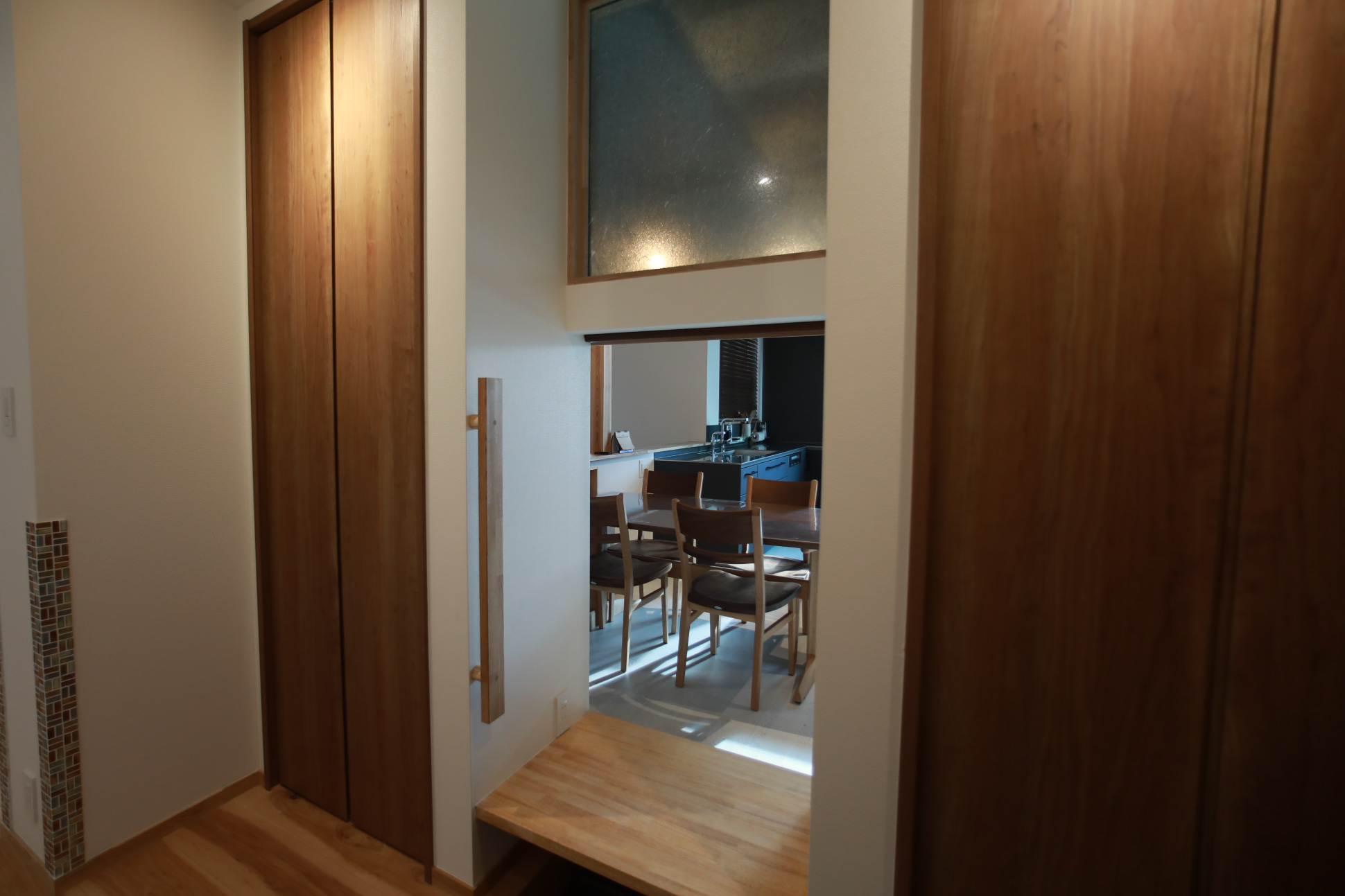 アイディアデザイン 買い物用扉と明りとり窓:君津市戸建て新築