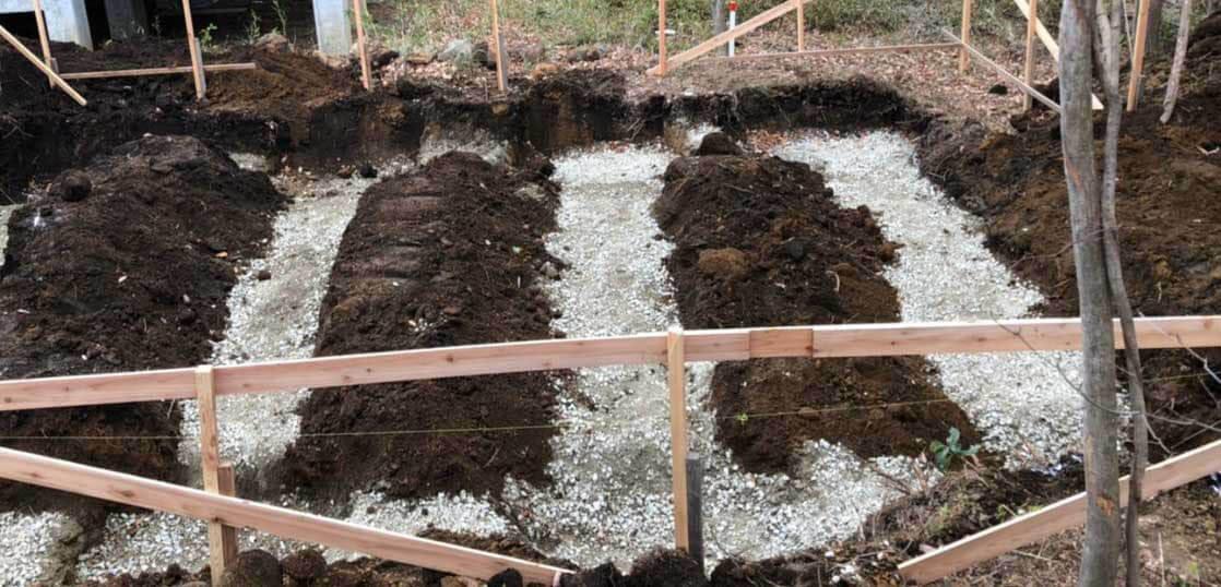 コンテナ基礎工事 砕石敷き
